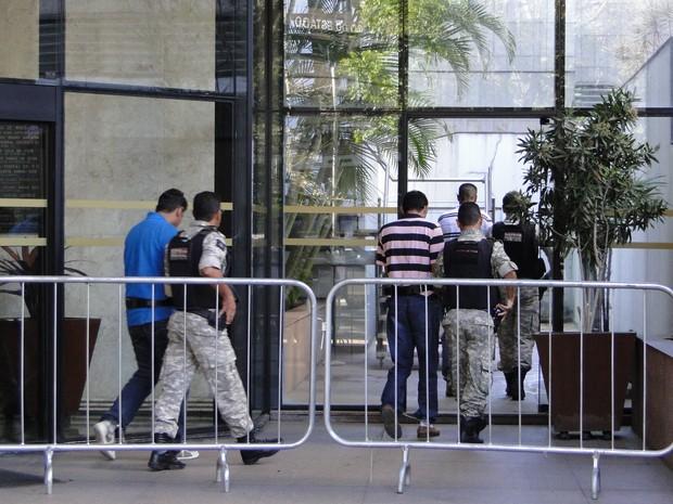 Réus chegam para o quarto dia de julgamento (Foto: Pedro Triginelli/G1)