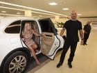 Susana Vieira faz chegada triunfal em evento com carro de R$ 800 mil