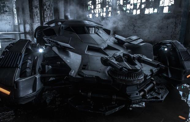 Batmóvel de Batman vs Superman: A Origem da Justiça (Foto: Reprodução/Twitter)
