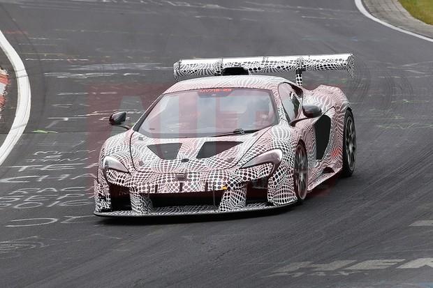 McLaren testa esportivo de competição baseado no 675LT (Foto: Automedia)