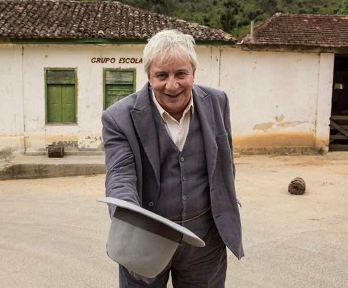 Marco Nanini está de volta às novelas na pele do professor Pancrácio! (Foto: Inácio Moraes/Gshow)