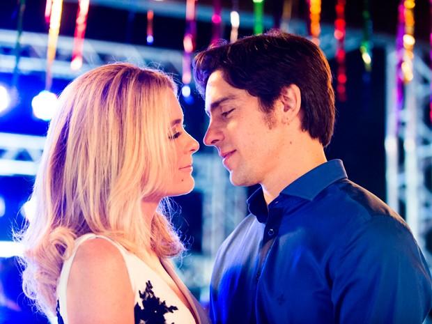 Pamela e Ernesto: um casal inesperado (Foto: Divulgação/TV Globo)