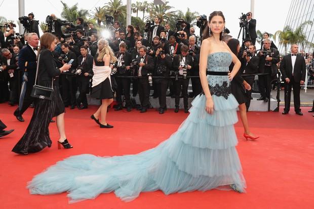 Bianca Balti, com vestido Alberta Ferretti (Foto: Getty Images)