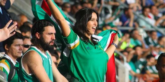 Torcedora do Palmeiras. Clube já jogou três vezes no horário das 11h no Campeonato Brasileiro de 2015 (Foto: Sergio Ortiz / Forza Palestrina)