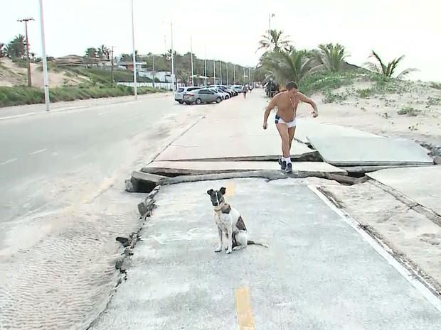 Trecho da Avenida Litorânea é usado para a prática de atividades físicas (Foto: Reprodução/TV Mirante)