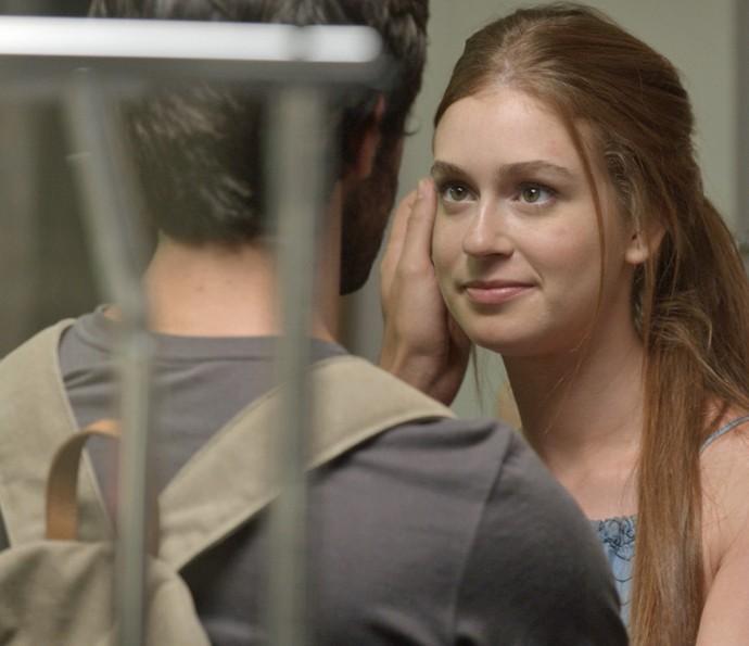 Eliza pede desculpas (Foto: TV Globo)