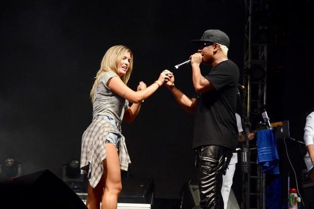 Lorena Improta e Márcio Victor em show em Salvador, na Bahia (Foto: André Carvalho/ Ag. Haack)