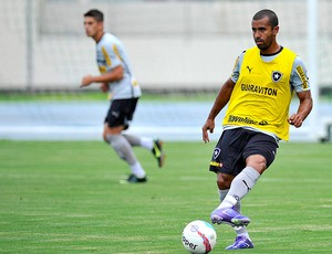 Julio Cesar no treino do Botafogo (Foto: Fernando Soutello / Agif)