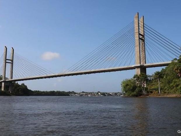 Falta de documentos e desentendimentos impedem a ponte de funcionar (Foto: Gerardo Lissardy/ BBC)