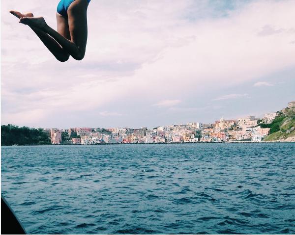A atriz e modelo Willow Smith em um mergulho (Foto: Instagram)