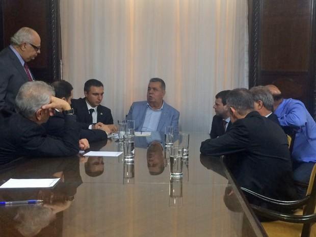 Deputados discutem medidas em relação à Secretaria de Segurança do Rio na Alerj (Foto: Alessandro Ferreira/G1)