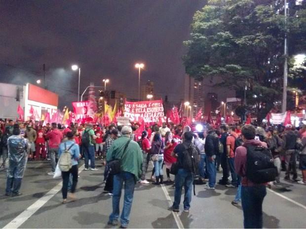 Avenida Faria Lima está interditada no sentido Jardins. No sentido Pinheiros, o trânsito é lento. (Foto: Roney Domingos/G1)