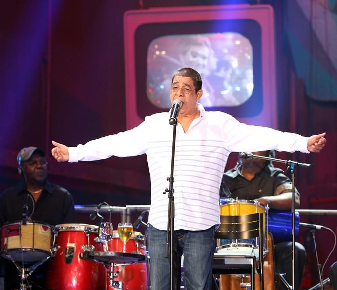 Zeca Pagodinho se apresenta no programa 'Altas Horas' (Foto: Carol Caminha/Gshow)