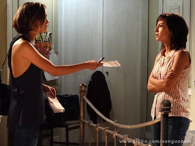 ... e oferece dinheiro para que ela e os sobrinhos saiam de São Paulo (Foto: Sangue Bom / TV Globo)
