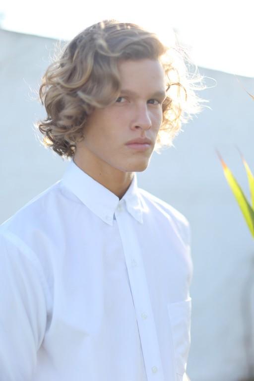 Ariel Rosa, surfista e modelo baiano de 17 anos (Foto: Divulgação/Agência JOY)