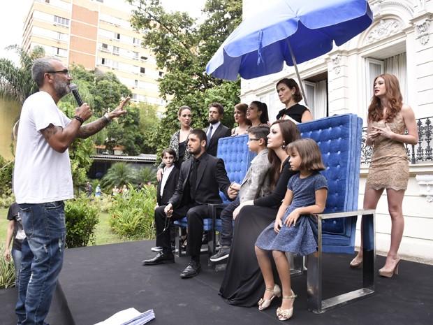 Elenco se prepara para últimas gravações (Foto: Raphael Dias / Gshow)