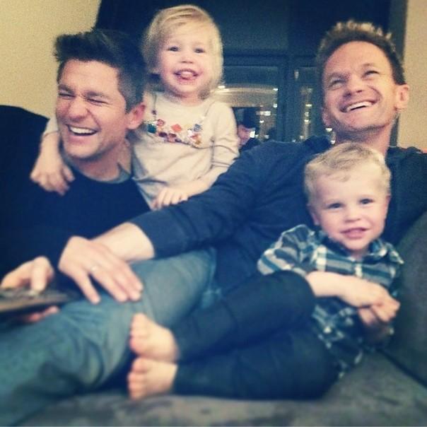 O ator Neil Patrick Harris tem uma vida familiar intensa ao lado do marido, David Burtka, e dos filhos Gideon Scott e Harper Grace, ambos com 3 anos de idade. (Foto: Instagram)