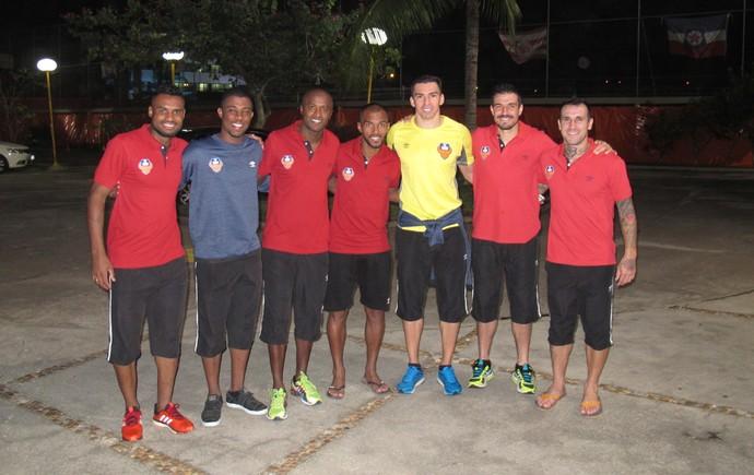 Lucio, Richarlyson, Reinaldo e outros brasileiros do FC Goa (Foto: Marcos Felipe / GloboEsporte.com)