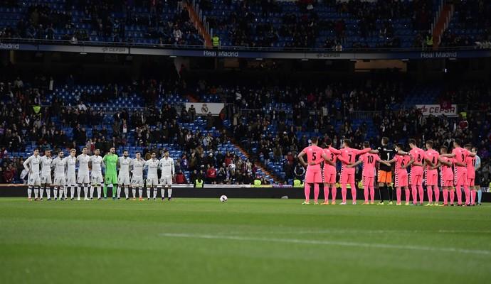 minuto de silêncio, Real Madrid x Cultural Leonesa (Foto: JAVIER SORIANO / AFP)