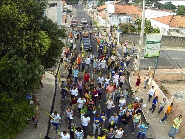 Procissão da missa de ramos em Teresina (Foto: Magno Bonfim/TV Clube)