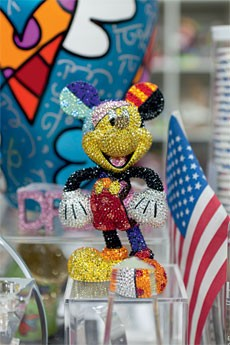 Até Mickey Mouse se rendeu a Romero Britto (Foto: Jill Peters)