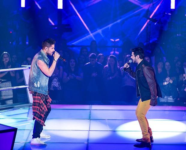 Leandro festeja Batalha Foi um dueto. Vinícius cantou muito bem (Foto: Isabella Pinheiro / Gshow)