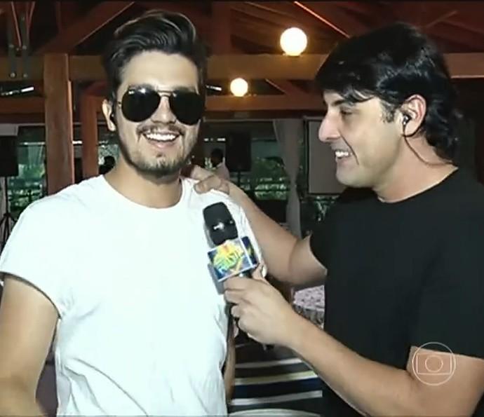 Luan Santana tem aniversário invadido por Bruno De Luca no 'Domingão' (Foto: TV Globo)