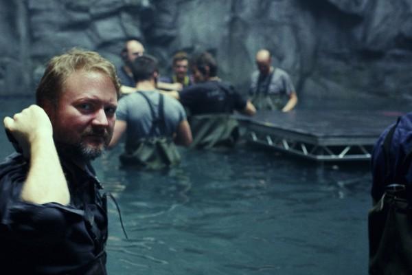 O diretor Rian Johnson nos bastidores de Os Últimos Jedi (Foto: divulgação)