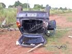 Ao desviar de condutores fazendo racha, motorista capota carro em MS