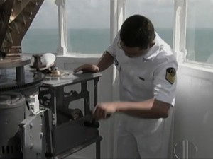 Faroleiro trabalhando (Foto: Reprodução/Inter TV Cabugi)