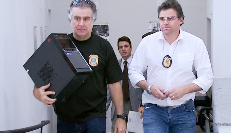Agentes da PF e promotores de Justiça cumprem mandado de busca no Sindicato dos Servidores em Ribeirão Preto (Foto: Reprodução/EPTV)