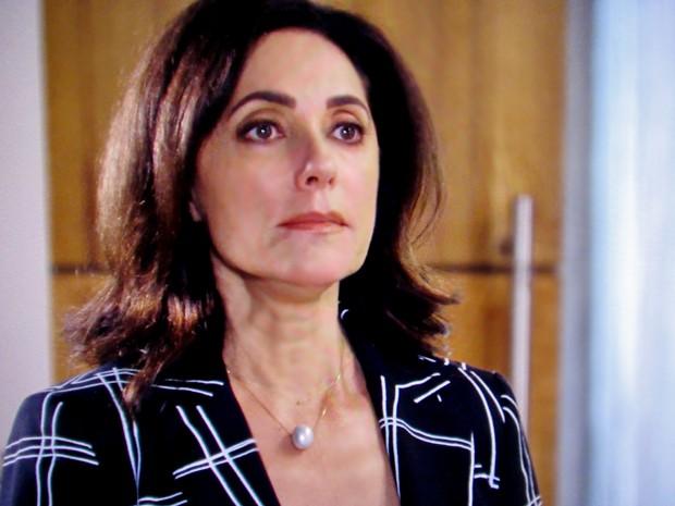Maria Inês descobre plano de Marcos e se prepara para expulsar o filho do hospital (Foto: TV Globo)