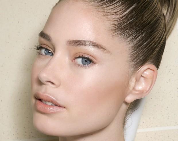Veja como esconder manchas na pele usando maquiagem (Foto: Imaxtree)