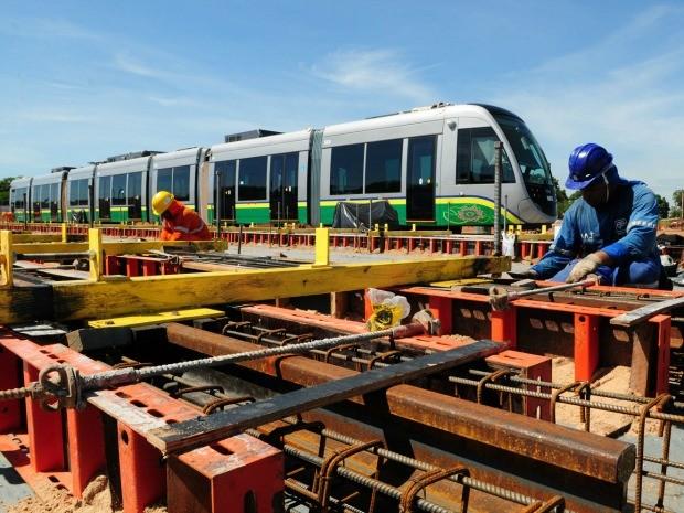 Obras do VLT, em Cuiabá, podem não ficar integralmente prontas para a Copa de 2014. (Foto: Josi Petengill / Secom-MT)