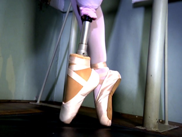 Bailarina dança com prótese de ponta de pé desenvolvida em Campinas e retoma sonho de infância (Foto: Reprodução / EPTV)