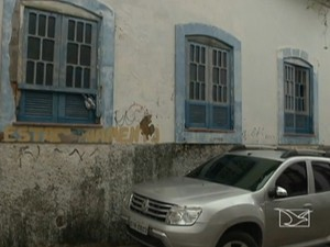 Local já tem inscrição 'estacionamento' pintada na parede (Foto: Reprodução/TV Mirante)
