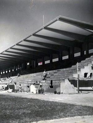 Estádio Governador Bley sendo construído nos anos 1930: motivo de atrito entre a dupla Vi-Rio (Foto: Acervo Geral da Prefeitura de Vitória)