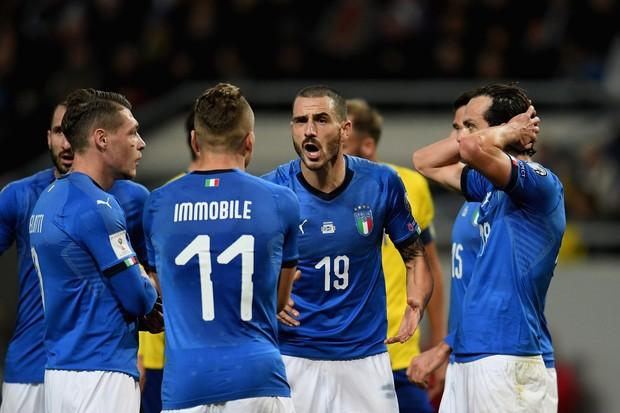 Apesar de tudo, o uniforme da seleção da Itália continua lindo (Foto: getty images)