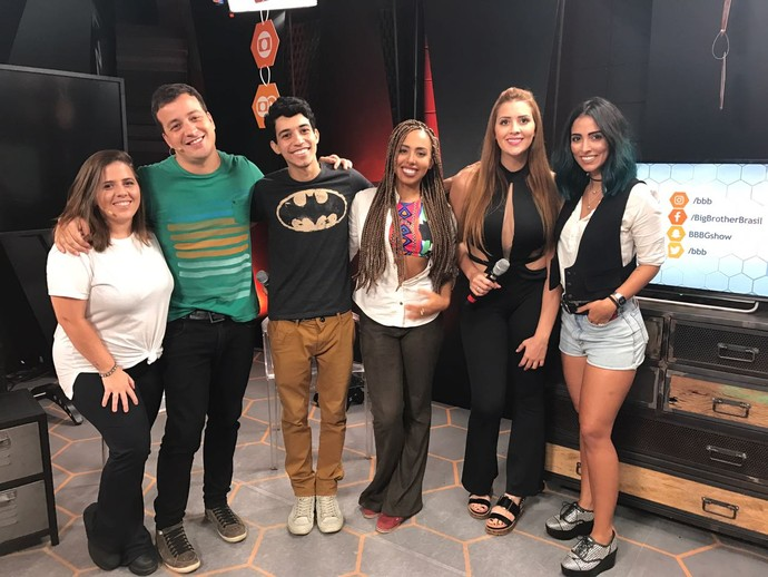 Rafael Cortez recebe Gabriela Flor e mais convidados na Mesa-Redonda (Foto: Gshow)