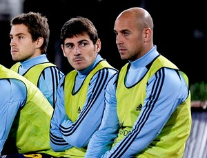 Casillas e Reina jogo Espanha (Foto: Getty Images)