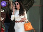 Look do dia: Lisandra Souto usa vestido curtinho e bolsa de R$ 5 mil