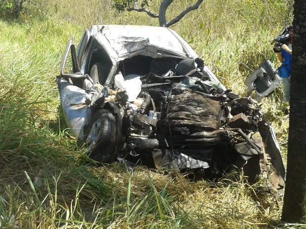 Condutor da camionete morreu no local, acidente aconteceu na BR-153, perto de Araguaína (Foto: Lucas Ferreira/TV Anhanguera)