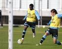"""Negueba combina drible com """"prazer"""" por defender e vira titular do Grêmio"""