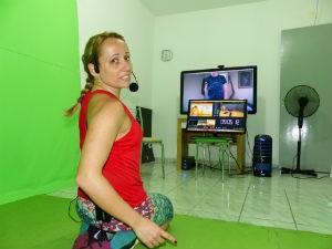 Ana Paula Becker é uma das professoras da academia online  (Foto: Adriana Justi / G1)