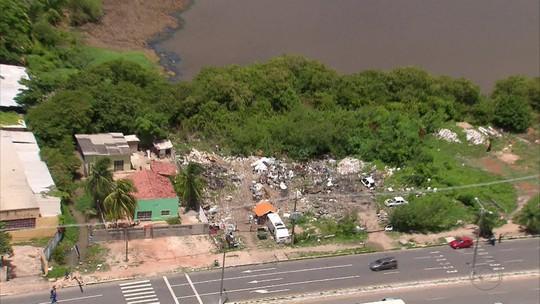Mutirão interdita ferros-velhos e destrói construções irregulares às margens de canais e lagoas de Olinda