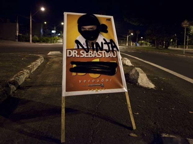 Cavalete colocado em local proibido é alvo de protesto em Campinas (Foto: Arquivo pessoal)