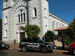 Igreja tapera crime padre (Foto: Dulci Sachetti/RBS TV )