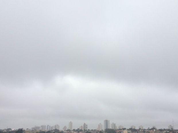 Céu de Campo Grande na tarde desta quarta-feira (15) (Foto: Maria Caroline Palieraqui/G1 MS)