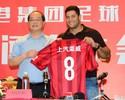 Shanghai apresenta Hulk, que escolhe a camisa 8, contrariando superstição