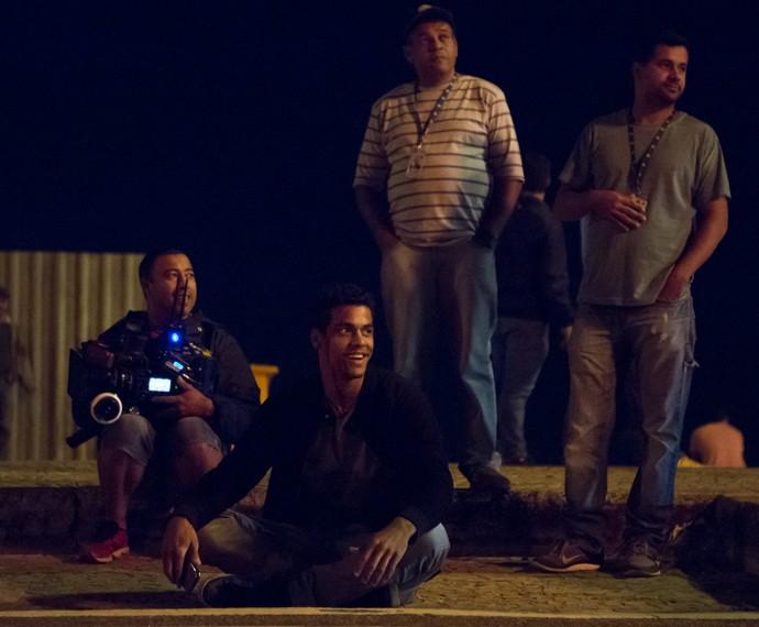 Marcello Melo Jr grava na noite desta segunda, 10/8, sequência de acidente que deixará Ivan sem andar (Foto: Fabio Rocha/Gshow)